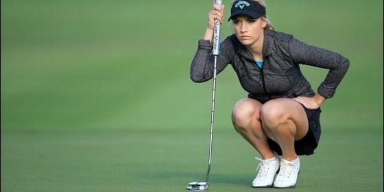 Desnuda mujer golfista foto