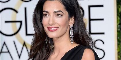 Amal Clooney premamá