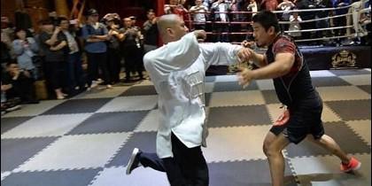 El combate entre Xu Xiaodong y el maestro chino