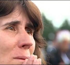 Gente reza y llora con el papa en Fátima