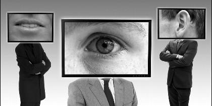 Internet, ciberataque, redes, hacker, malware, virus, espía y delito.