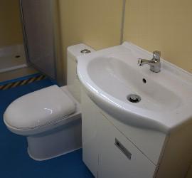 El baño del albergue móvil de Concepción