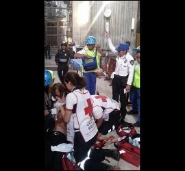 Pánico en la catedral de Ciudad de México por el apuñalamiento de un sacerdote