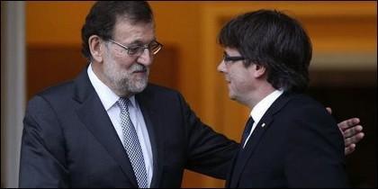 Mariano Rajoy con Carles Puigdemont.