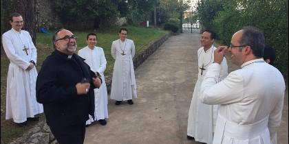 Sanz, con miembros de Lumen Dei