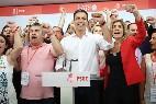 Pedro Sánchez, tras su victoria en las primarias del PSOE, cantando La Internacional.