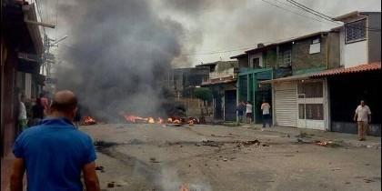 Arde la casa natal de Hugo Chávez en Barinas (VENEZUELA).