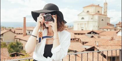 Una turista tomando fotos.