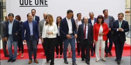 Pedro Sánchez y los barones autonómicos del PSOE.