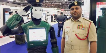 Policía de Dubái y Robocop