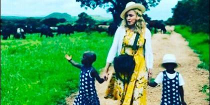 Madonna criticada por publicar la imagen de su hija