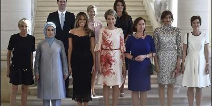 Las 'acompañadas' esposas de los líderes mundiales durante el encuentro de la OTAN en Bruselas