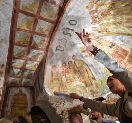 Turistas aprecian la restauración de la Catacumba de Domitila