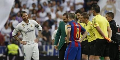 Las tres felicitaciones bomba (y la cuarta de regalo) del vestuario del Barça al Madrid por la 12ª