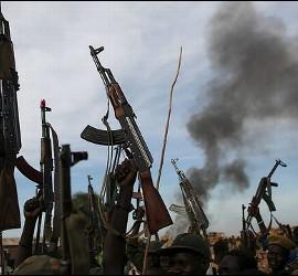 Rebeldes sostienen armas en Sudán del Sur