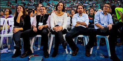 ¿No dicen nada Serra y Bescansa de las piernas abiertas de Monedero e Iglesias?