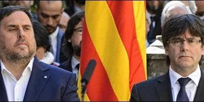 Oriol Junqueras (ERC) con Carles Puigdemont (PDeCAT).