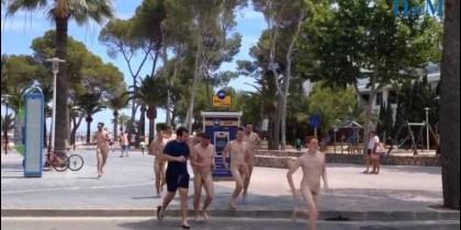 Turistas desnudos en Palmanova