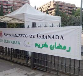 El rezo en la plaza ha sido reprochado por el PP