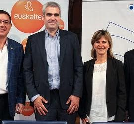 Firma del convenio Euskaltel-Orkestra