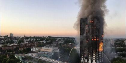 Incencio en un edificio de 24 plantas en Londres.