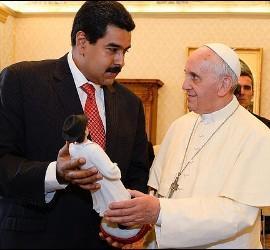 Intercambio de regalos entre Maduro y el Papa