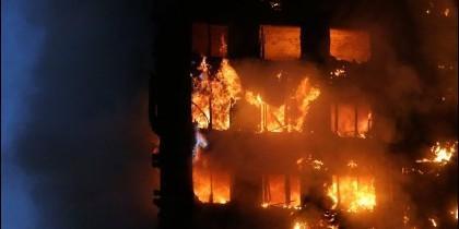 Se cree que el incendio comenzó en el cuarto piso, pero las causas aún no están determinadas