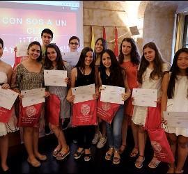 Los alumnos han hecho entrega de la mitad del premio a una asociación sin ánimo de lucro