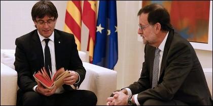 Carles Puigdemont con Mariano Rajoy.