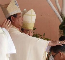 Mons. Mangkhanekhou en un oficio