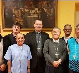 Visita ad limia de los obispos de Laos al Vaticano