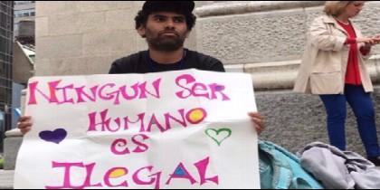 El activista social Félix Cepeda en una protesta en Nueva York
