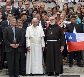 Francisco viajará a Chile y Perú