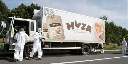 El camión en el que murieron asfixiados 71 inmigrantes en Hungría.