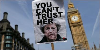 Theresa May y el Big Ben.