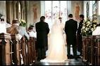 Caen las bodas por la Iglesia