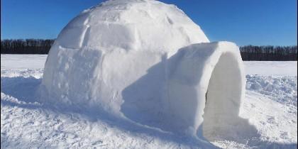 Un iglú en el hielo ártico.