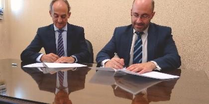 Firma del convenio entre la Universidad Loyola Andalucía y la Fundación ETEA