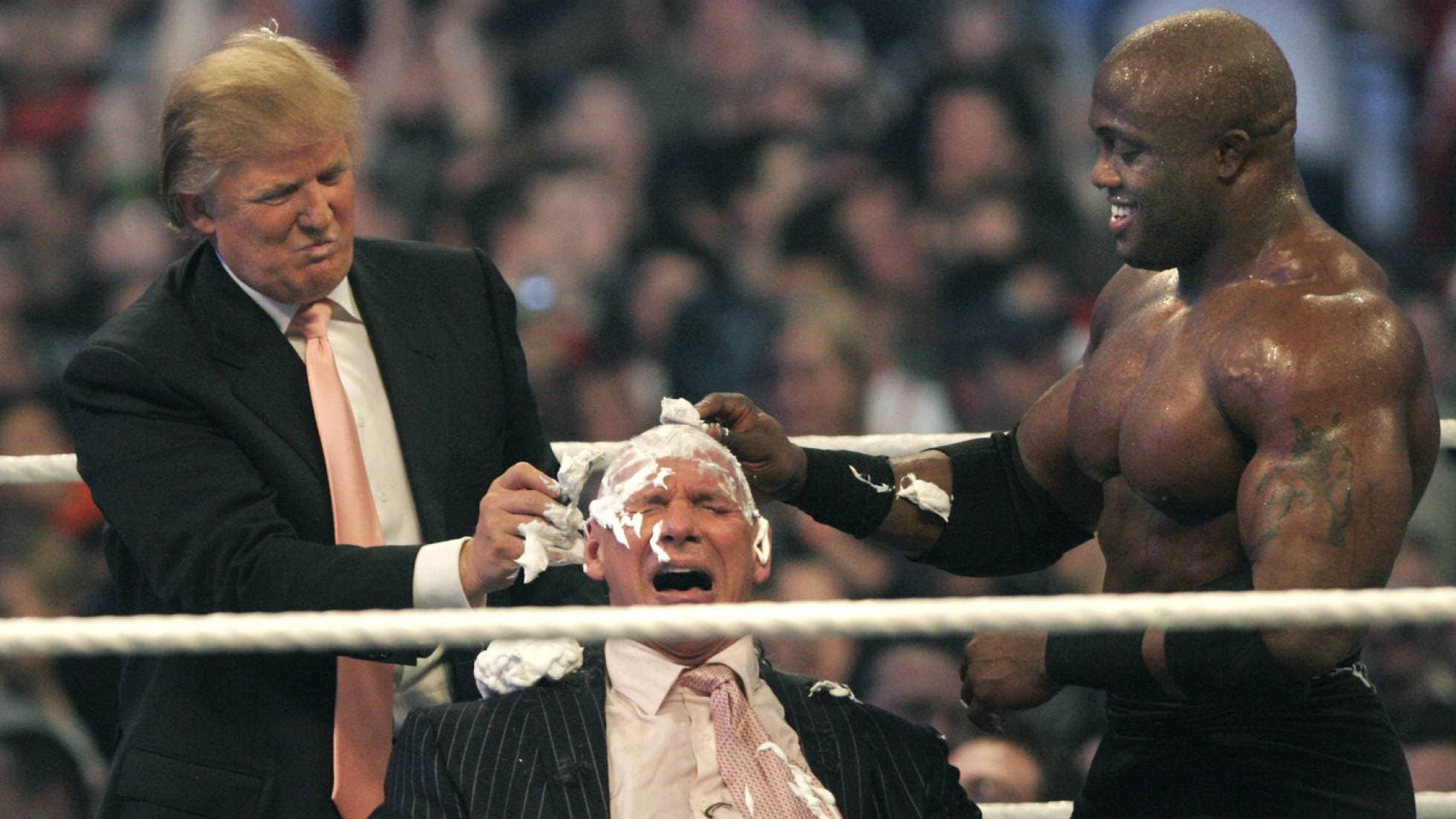 Vince machone se afeita la cabeza