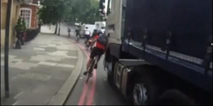 El camión contra el ciclista.