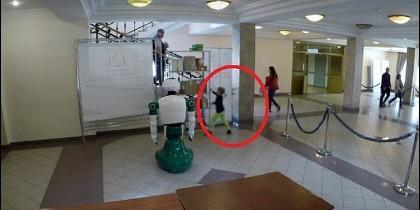 Robot salva niño