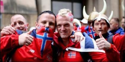 Hinchas de fútbol noruegos.