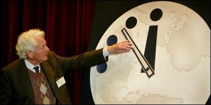El Reloj del Apocalipsis fue creado en 1947 por los Científicos Atomicos.