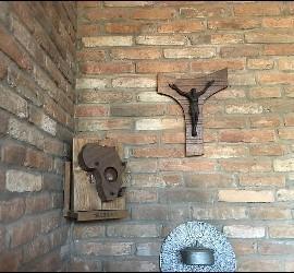 Rincón de la capilla de Casaldáliga