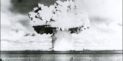 La prueba atómica, realizada por EE.UU. en el atolón Bikini en julio de 1946