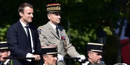 Macron y de Villiers se muestran juntos durante los festejos por el Día de la Bastilla