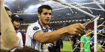 Morata corta la red después de ganar la última Champions en Cardiff.