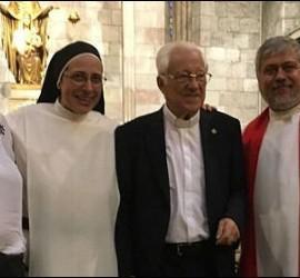Vicky Molins, Sor Lucía, el padre Ángel y el padre Peio