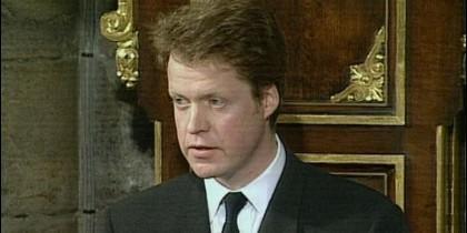 El conde Spencer dijo que su elegía buscaba 'celebrar' la memoria de Diana