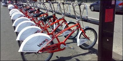 Bicicletas turísticas en Barcelona.